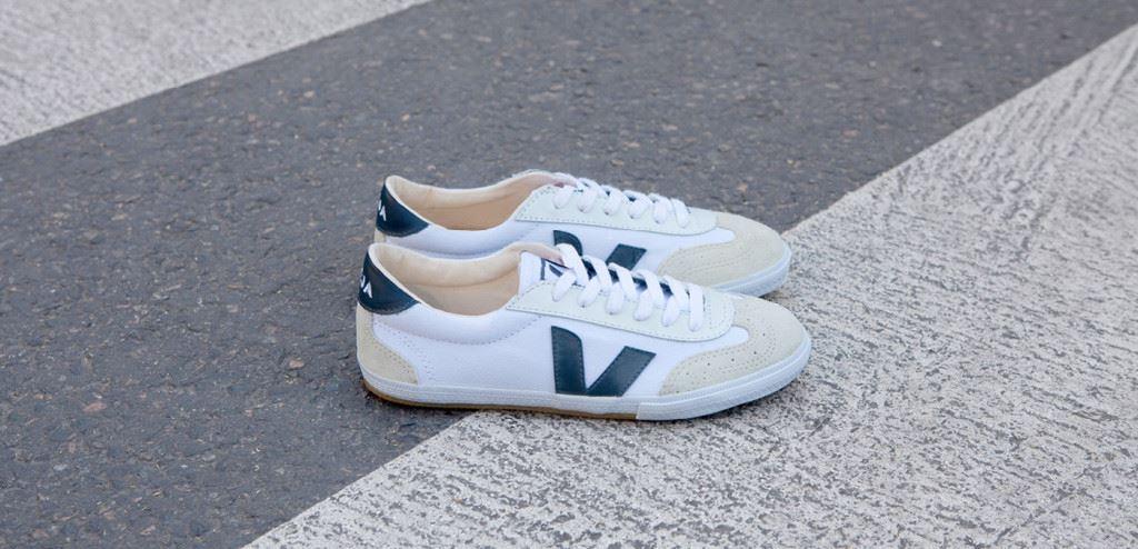 Veja Volley White Blue